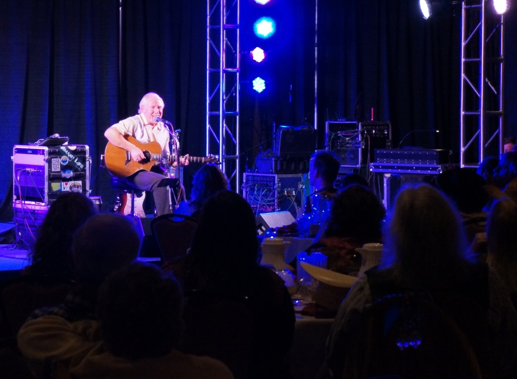 Singer/songwriter John Dunnigan at the WSFA convention