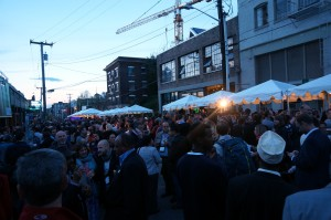 Conference attendees enjoy free food, music, & entertainment on a sunny Seattle evening